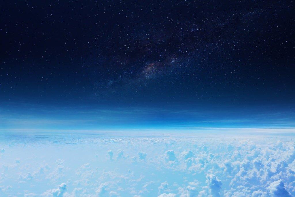 W wyniku zmian klimatycznych stratosfera zmniejsza się z roku na rok