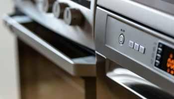 Jakie jest średnie zużycie energii elektrycznej w gospodarstwie domowym i jak ją obliczyć?