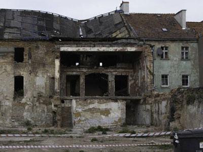 Wali się dach Basztowej