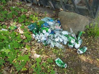 Tak się napili, że nie dali rady pozbierać śmieci