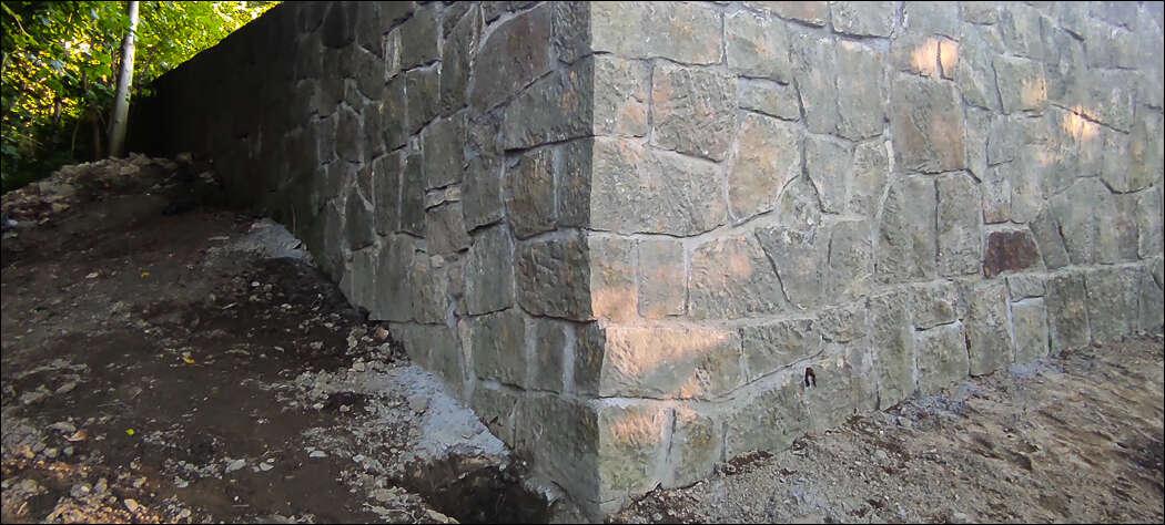 Sto trzydzieści tysięcy złotych kosztował remont muru cmentarza