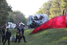 W śmiertelny wypadku pod Zieloną Górą zginął młody kierowca. 21-latek prowadził busa. Zderzył się z autobusem