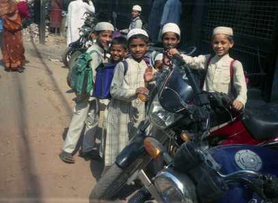 Dzieciaki w muzułmańskiej dzielnicy Waranasi Fot. Tadeusz Płatek