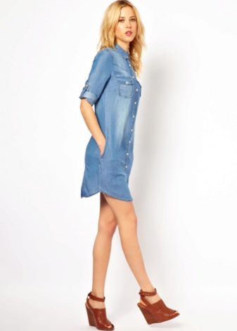 What can I wear with a denim shirt dress? 3