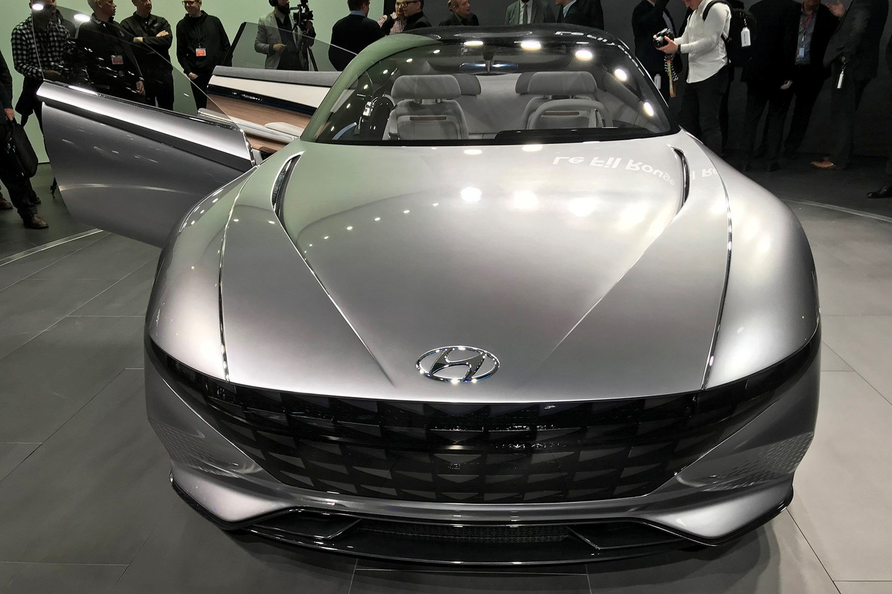 New Hyundai Previews Le Fil Rouge Concept Car Car Magazine On This Month