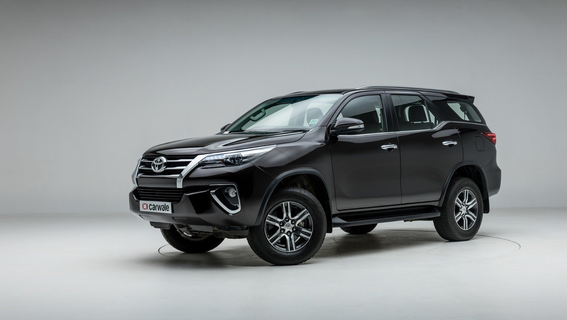 New Toyota Fortuner Photo Left Rear Three Quarter Image Carwale On This Month