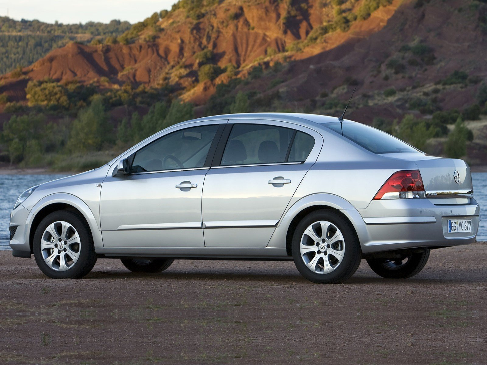 New Car And Car Zone Opel Astra Sedan 2007 New Cars Car On This Month