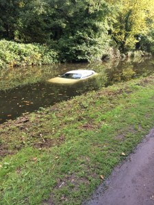 Car in canal 06-10-15
