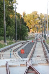 Budowa linii tramwajowej przy ulicy Tuwima (15 czerwca 2015) - mijanka przy skrzyżowaniu z ulicą Iwaszkiewicza © OlsztyńskieTramwaje.pl