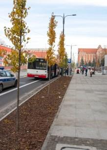 Tymczasowy przystanek autobusowy Centrum w alei Piłsudskiego (31 października 2015)
