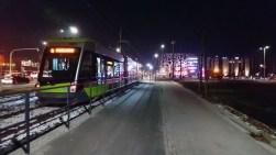 Solaris Tramino Olsztyn S111O #3001 przy skrzyżowaniu alei Sikorskiego z ulicami Synów Pułku i Tuwima podczas czwartego przejazdu próbnego (24 listopada 2015) Fot. Paweł Bukowski