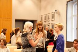 Am Ende hatten die Studierenden noch Gelegenheit sich mit den JournalistInnen auszutauschen (Foto: Tanja Schmith)