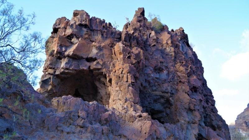 Die Höhlen von Ansite sind gut erkennbar und dienten den Ureinwohner der Kanarischen Inseln als Schutz