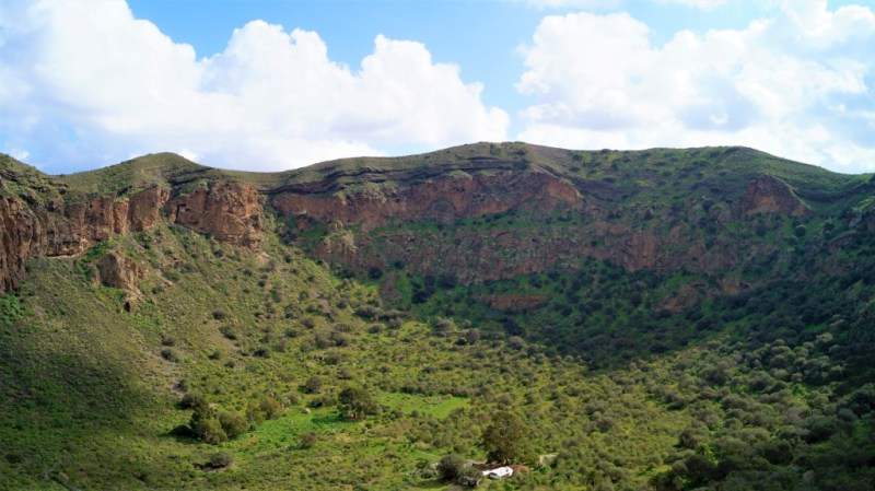 Der Bandama Krater erscheint in einem saftigen Grün
