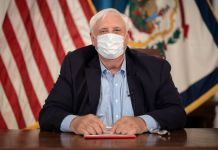 Gov. Justice wears facemask