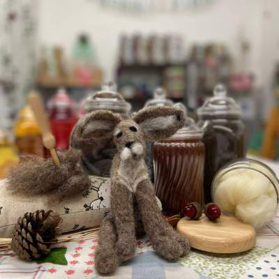 Join us for a relaxing morning making a beautiful needle felted hare. In this workshop you will learn how to needle felt basic shapes which will then be assembled to make your unique hare full of character. These gorgeous animals will last for years as a decoration and would also make a great gift…or just keep it for yourself!