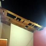 Tornado zerstört Häuser und entwurzelt Bäume