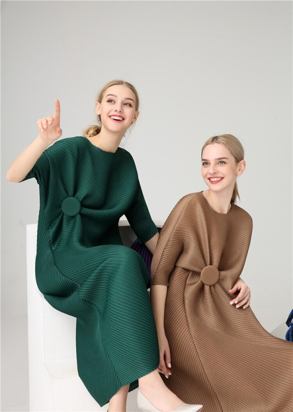 FREE SHIPPING Miyake Fashion wrist half sleeve Patch sequined O-neck fold dress button straight dress IN STOCK