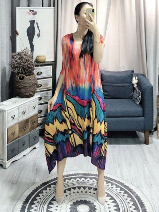 LANMREM Spring Summer New Pleated Dress For Women Fashion Painting Fold Famale's Half Sleeve Dress Loose Temperament YH686