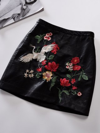 Retro A-Line Faux Leather Skirt New Women Contrast Color Flower Mini Short PU Leather Sexy Floral Embroidery Skirts Black