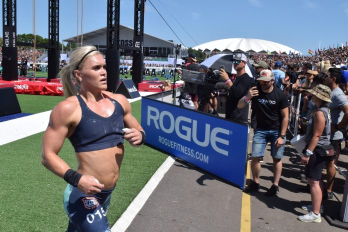 Katrin Davidsdottir begins a run between legless rope climbs at the 2019 CrossFit Games