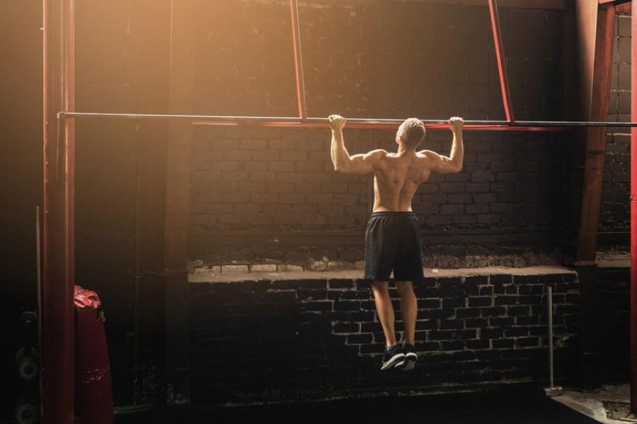 7 exercices pour progresser en traction