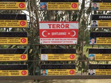 Ein Gedenkplatz für die Opfer von Terroristen in Polizei und Militär