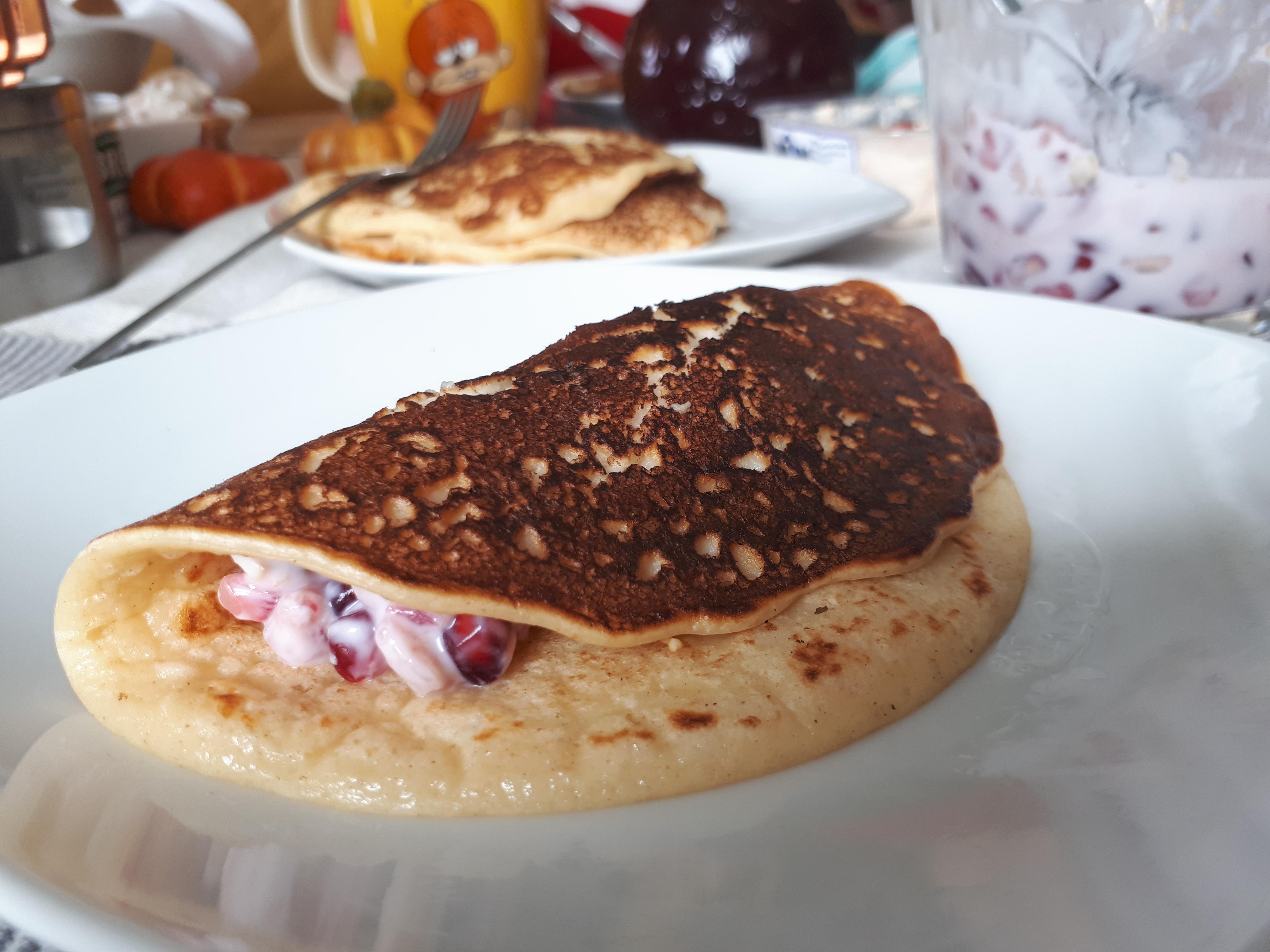 Joghurt-Pfannküchlein mit Granatapfel