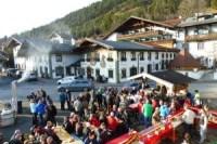 Schneefest auf dem Dorfplatz in Wallgau