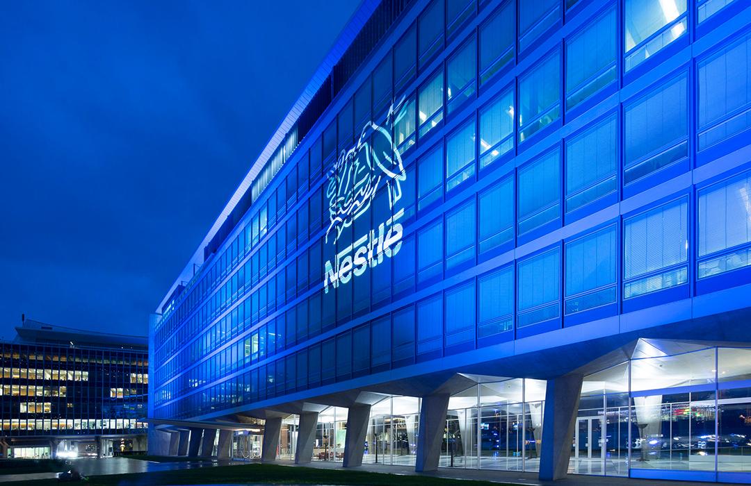 Nestlé asume responsabilidad y anuncia inversión para abordar contaminación plástica