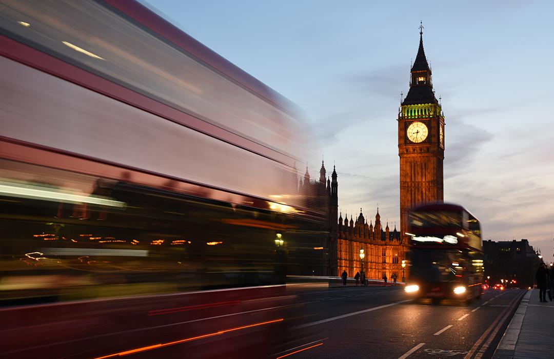 Reino Unido podría prohibir autos de gasolina y diesel