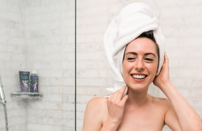 Hábitos en la ducha que necesitas cambiar ya mismo