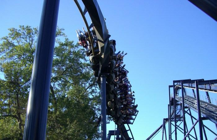 Six Flags está listo para reabrir: estas son las reglas del juego