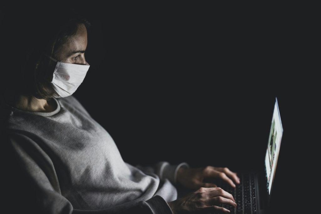 Google vetará anuncios de teorías conspiratorias sobre el nuevo coronavirus