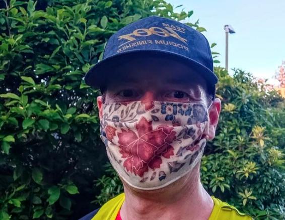 Este médico hizo más de medio maratón para demostrar que correr con cubrebocas es posible