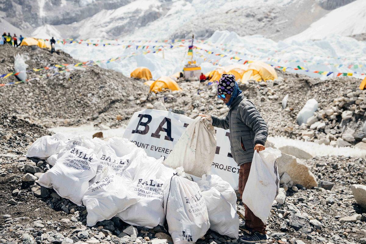 ¿Sabías que las montañas más altas del mundo tienen toneladas de basura? ¡Es tiempo de actuar!
