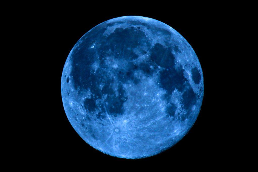 La rara luna llena azul llegará en Halloween. Te decimos cómo verla mejor
