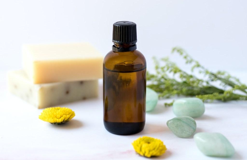 Razones por las que el aceite de ricino no debe faltar en tu rutina de belleza