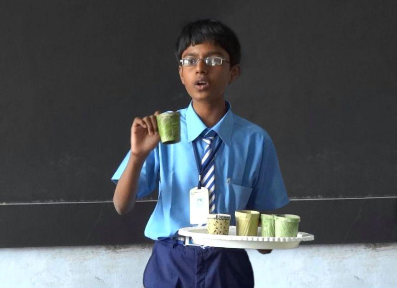 Tenith Adithyaa, el chico que inventó la mejor alternativa al plástico de un solo uso