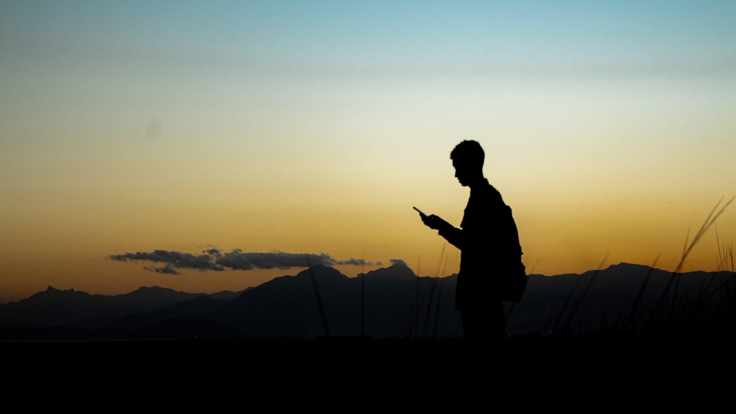 Grupo de jóvenes oaxaqueños crea compañía celular, Atom CONECTA