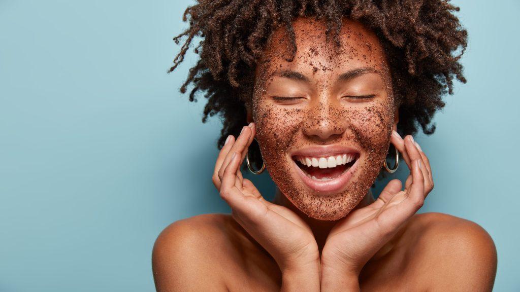 Cinco beneficios del café para tu piel (y la mascarilla ideal)