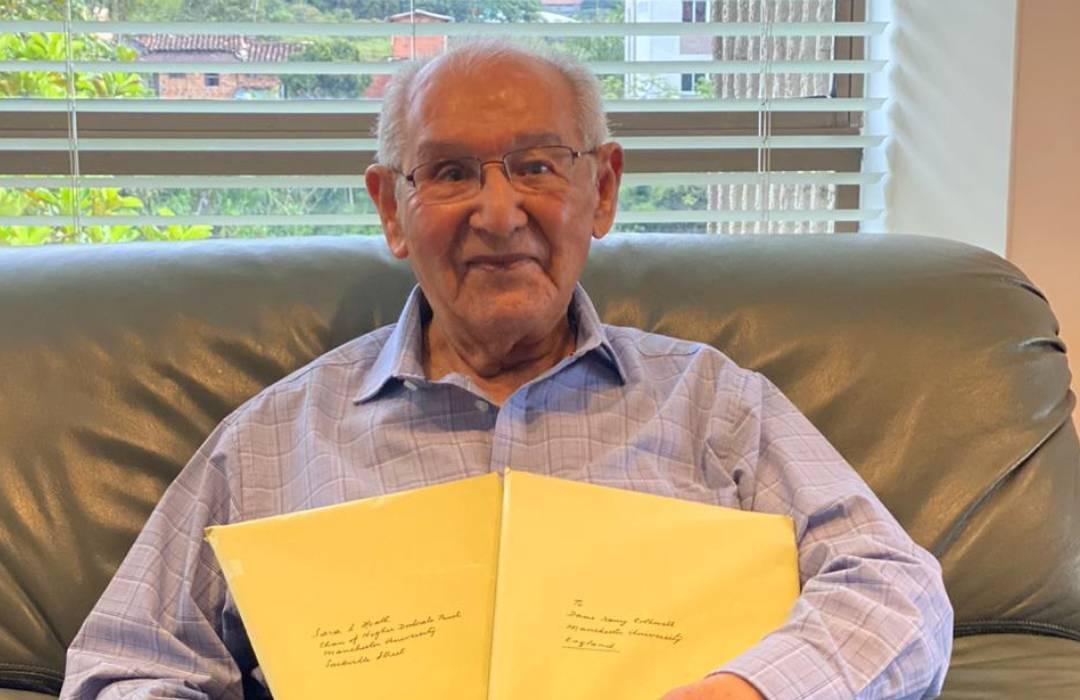 Lucio: el hombre de 104 años que logró presentar su tesis doctoral para resolver un enigma de dos siglos