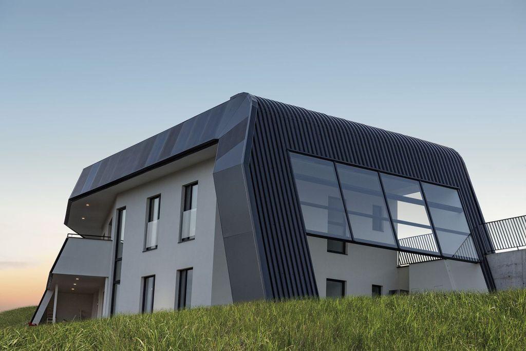 Tienes que ver esta casa solar que funciona ¡sin sol!