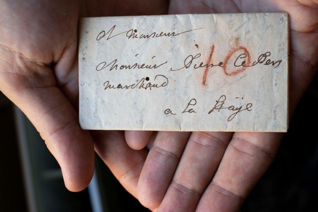 Leen cartas de hace 300 años sin abrirlas, gracias al 'despliegue virtual'