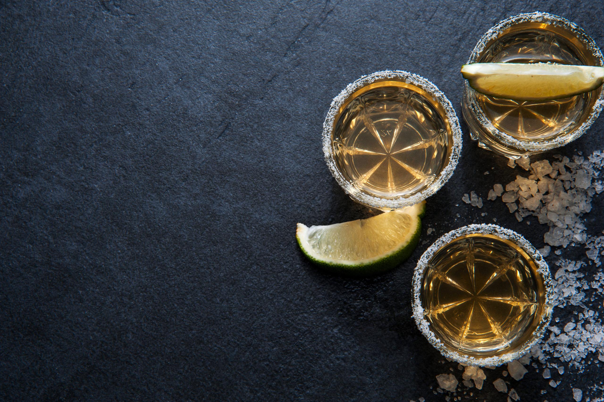 5 beneficios del tequila (para brindar con moderación)
