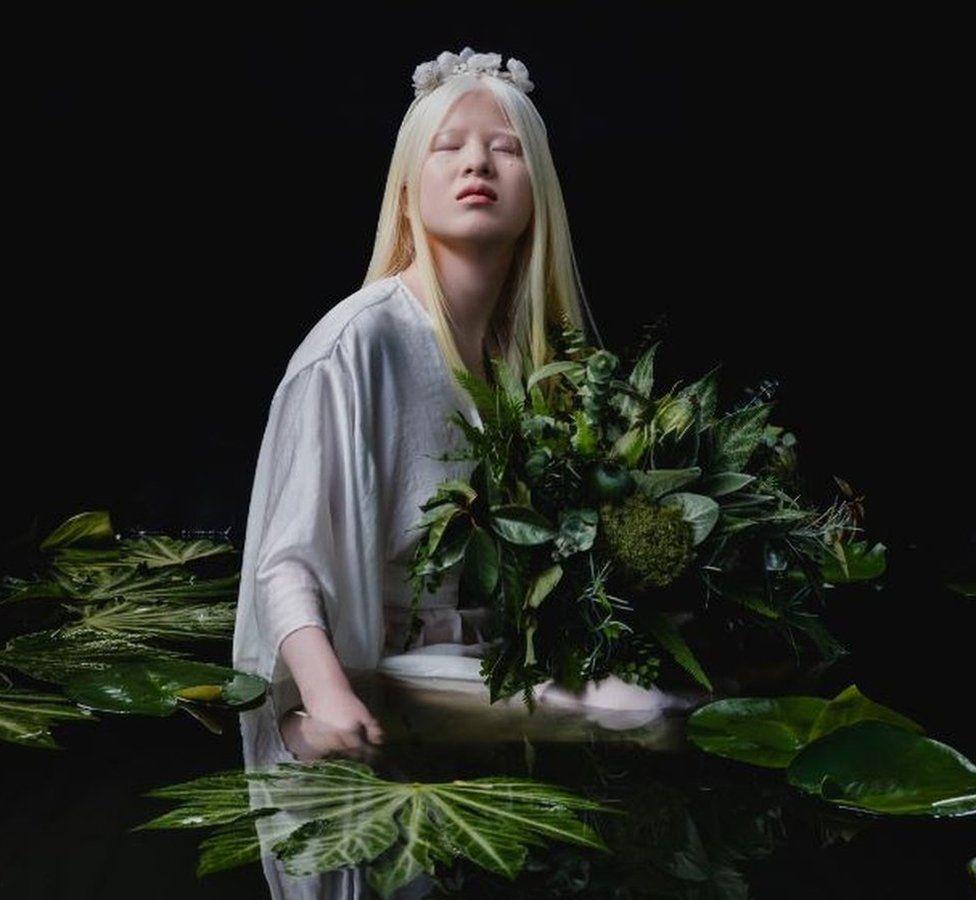 modelo albina es portada de Vogue