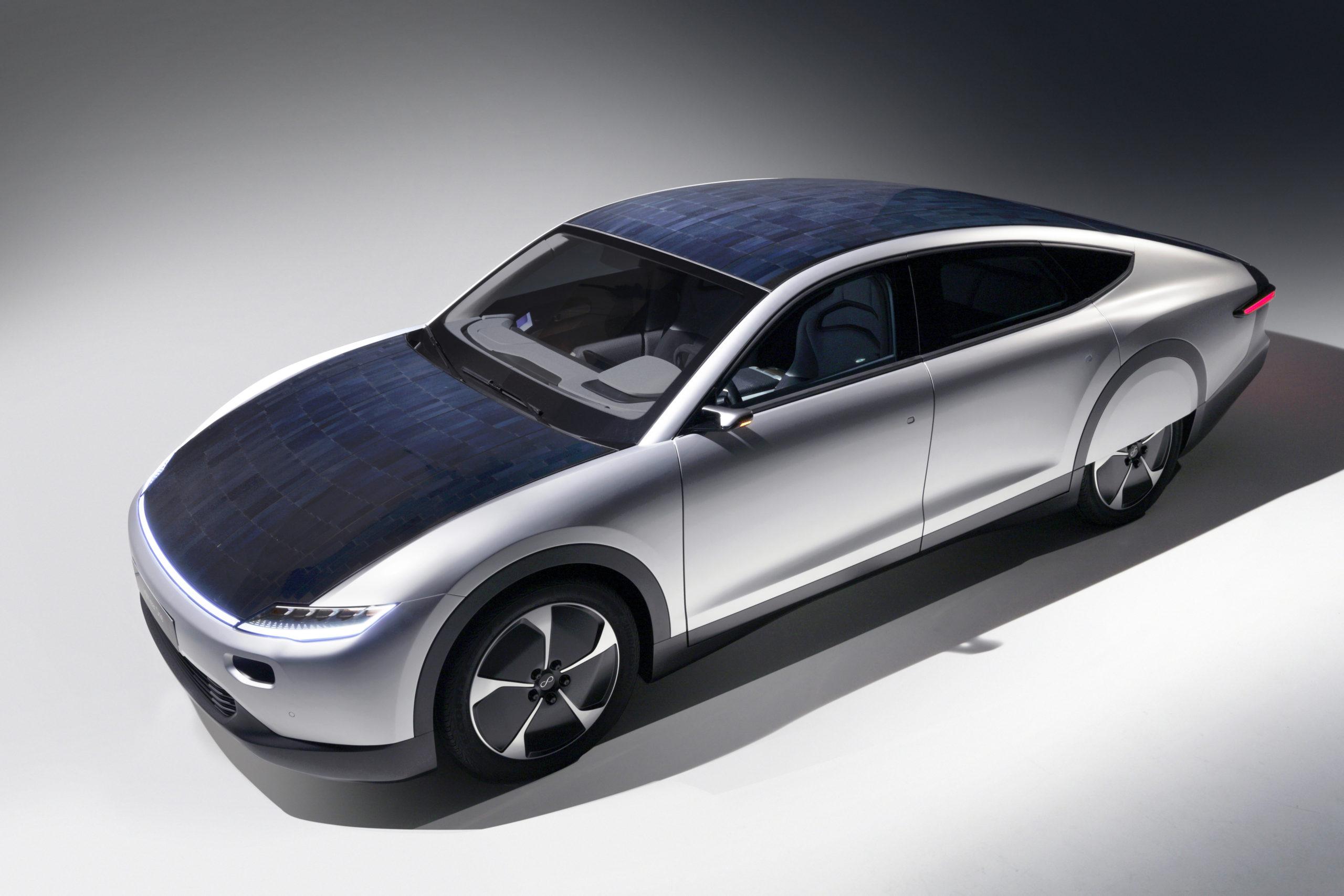 Ya existe un coche que funciona con energía solar y se puede comprar