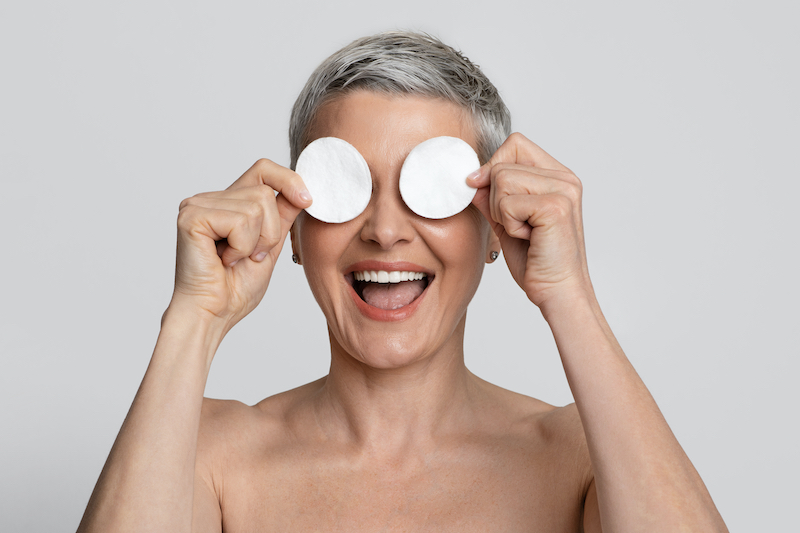 7 remedios naturales para aliviar los ojos irritados (¡hay uno que te sorprenderá!)