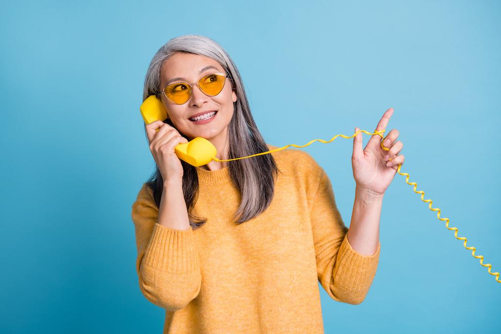 Escuchar la voz de mamá por teléfono genera el mismo efecto que un abrazo