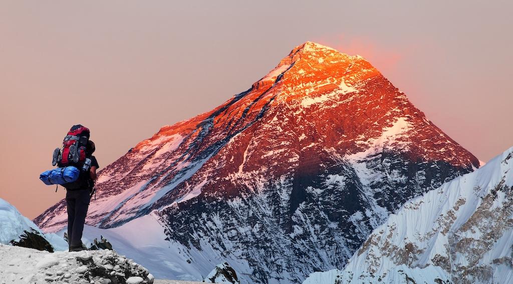 La historia detrás de los primeros exploradores en conquistar el Everest